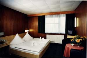 central hotel tegel hier bernachten die kleinen preise. Black Bedroom Furniture Sets. Home Design Ideas